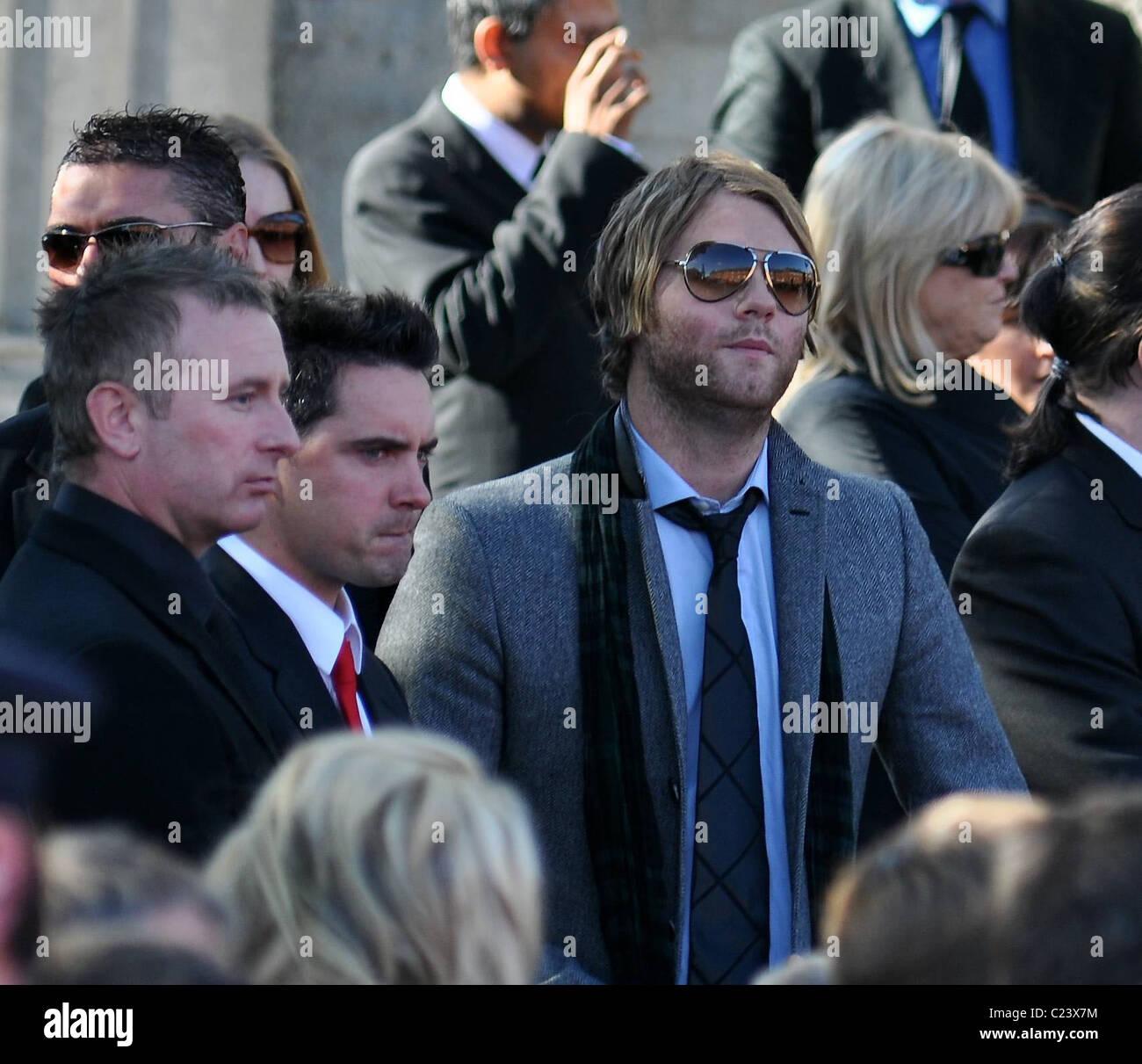 Brian McFadden la misa de réquiem antes del funeral del
